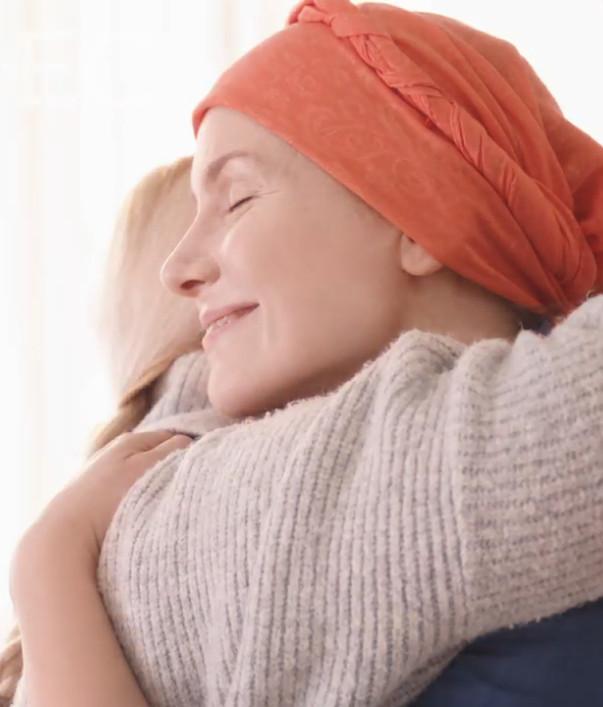 Mujer con tratamiento estética oncológica